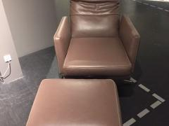 MR495 Sessel mit Hocker