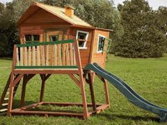 Holzspielhaus
