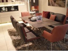 Tischgruppe mit Sitzbank