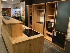 Oster Cube Massivholzküche / Landhaus / mit Motorgesteuerte Theke